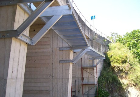 Particolari armature di strutture edilizie varie